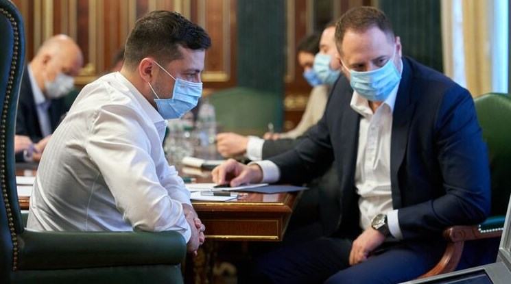 Володимир Зеленський і Андрій Єрмак захворіли коронавірусів.