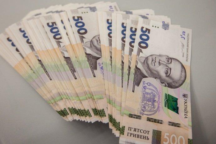 Нацбанк послабив офіційний курс гривні до долара на 14 копійок, встановивши його на 15 червня на рівні 26,73 гривні за долар.