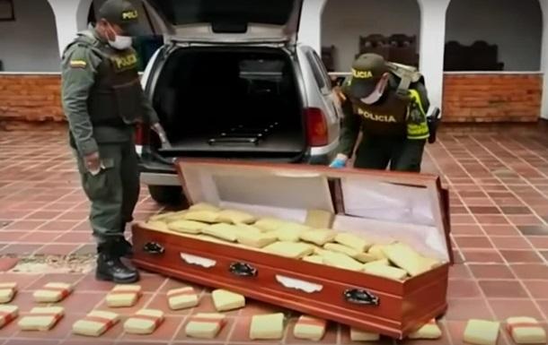 У Колумбії поліція знайшла 300 кг марихуани, яку заховали в трунах.
