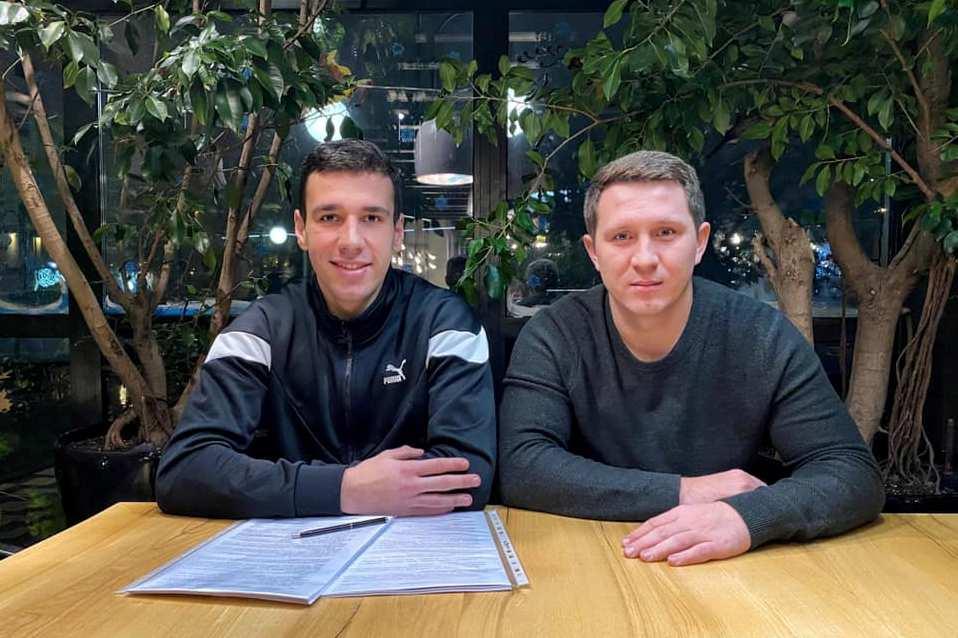 Голкіпер київського «Динамо» Руслан Нещерет підписав із київським клубом новий контракт.
