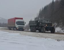 Рятувальники Закарпаття допомогли вибратися зі снігових заметів 25 автомобілям