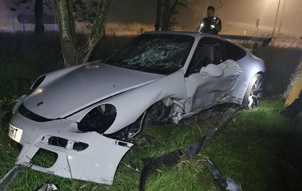 В Уельсі 17-річний викрадач украв сімейний суперкар і потрапив у ДТП. Авто отримало такі пошкодження, що його простіше відправити на металобрухт.