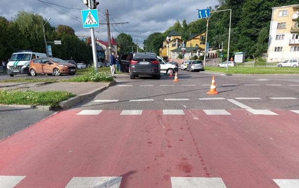 Жителя Львова на електросамокаті збила водій BMW. Постраждалого госпіталізували. Відкрито кримінальне провадження.