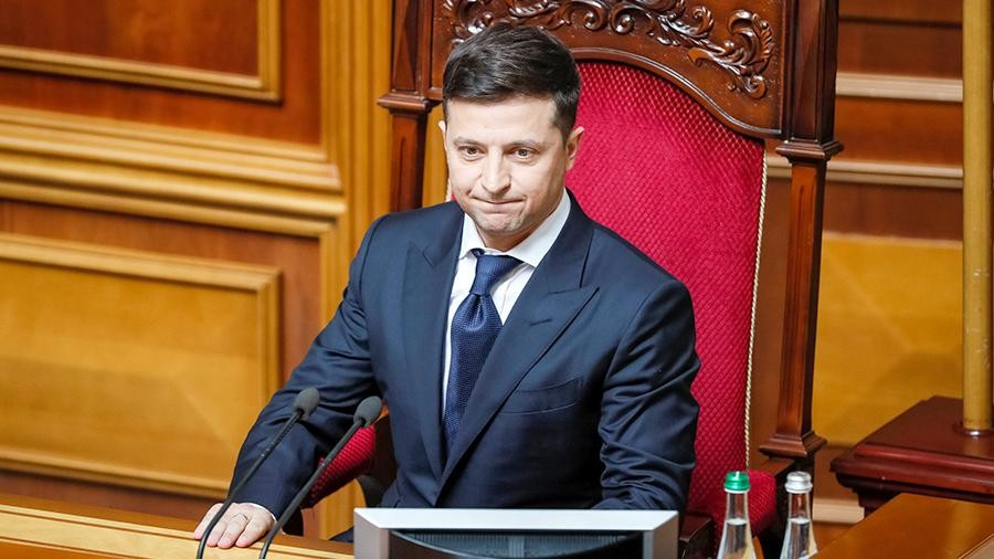 На сайті президента України зареєстровано електронну петицію «За відставку президента України Володимира Зеленського» (№22/053 360-ЕП).