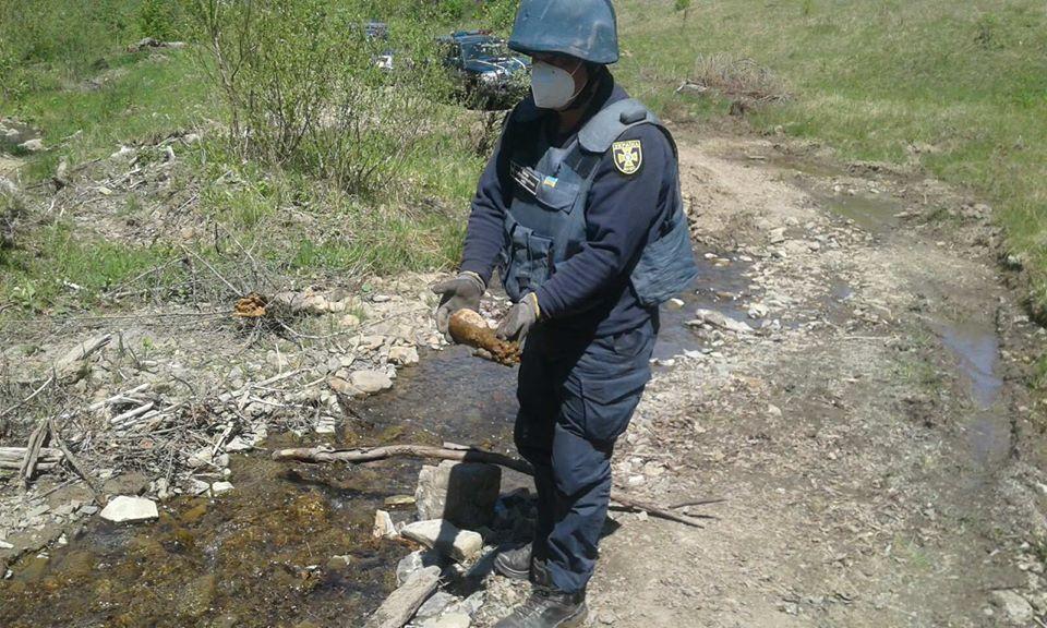 22 травня поблизу села Ставне ур. «Ворновець» в гірському потічку під час випасання худоби виявили підозрілий металевий предмет, ззовні схожий на вибухонебезпечний.
