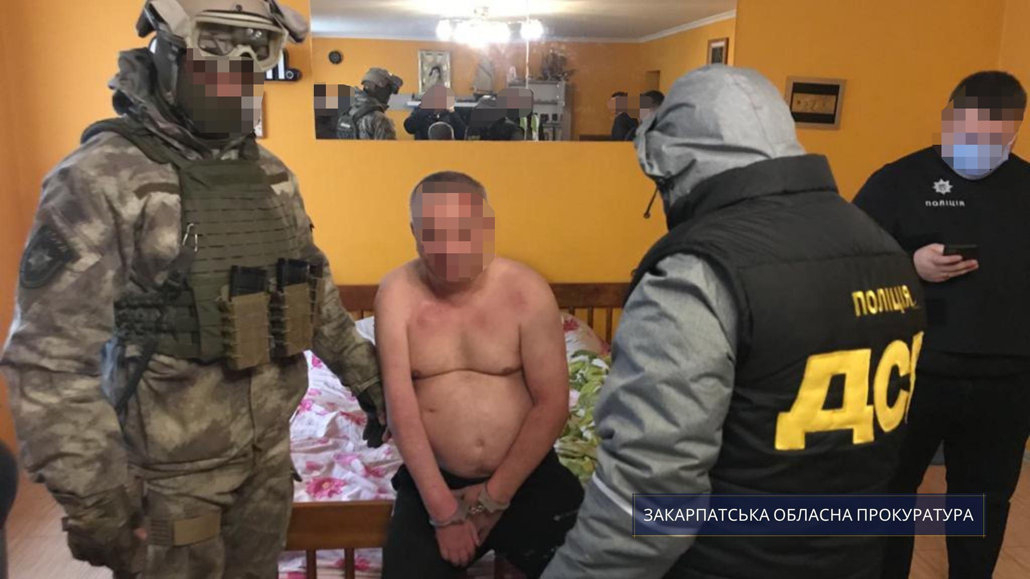 За процесуального керівництва прокурорів Закарпатської обласної прокуратури викрито групу осіб, які ймовірно збували психотропні речовини на території Ужгорода та району.