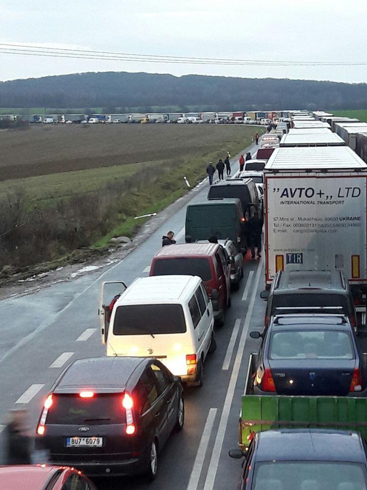 Світлини зі словацько-українського кордону публікують користувачі мережі.