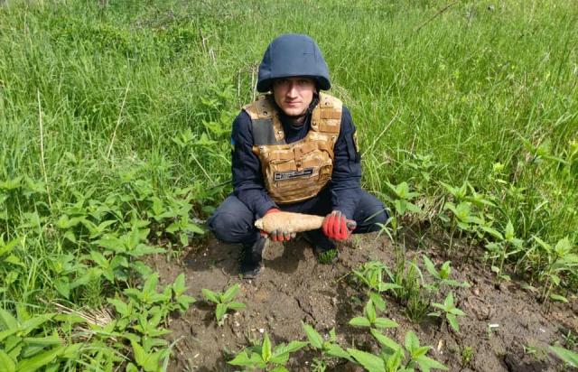 Он пошел за грибами, и наткнулся на находка времен DSV.