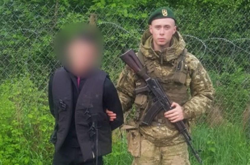 20-річний «дайвер» із Рахова, якого днями затримали прикордонники поблизу населеного пункту «Ділове», проведе десять днів під арештом.