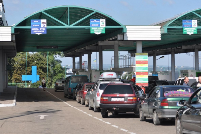 Станом на 20.00 перед пунктами пропуску Чопського прикордонного загону спостерігається значне накопичення транспортних засобів, що прямують на виїзд з України.