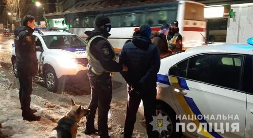 Співробітники поліції Ужгородщини оперативно спіймали зловмисників, які обманом заволоділи мобільним телефоном потерпілого. Привласнене майно вилучено та буде повернуто власнику.