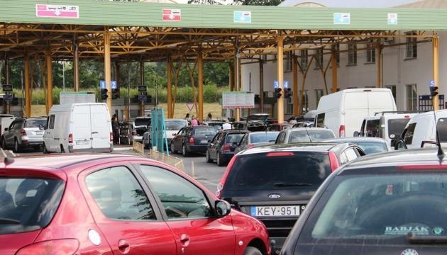 Через проблеми з комп'ютерною системою з українського боку прикордонний рух на КПП «Косино-Барабаш» було призупинився сьогодні, 18 лютого, з 11.50 ранку.