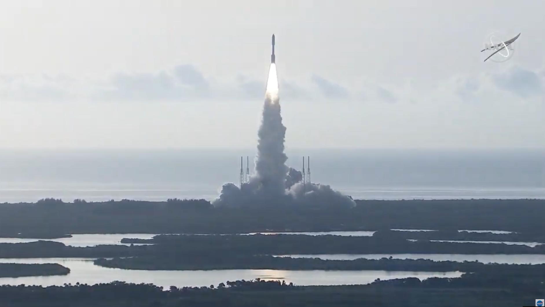 Ракета Atlas V успішно вивела на орбіту перелетіну платформу з апаратами, тепловим щитом і посадковим модулем