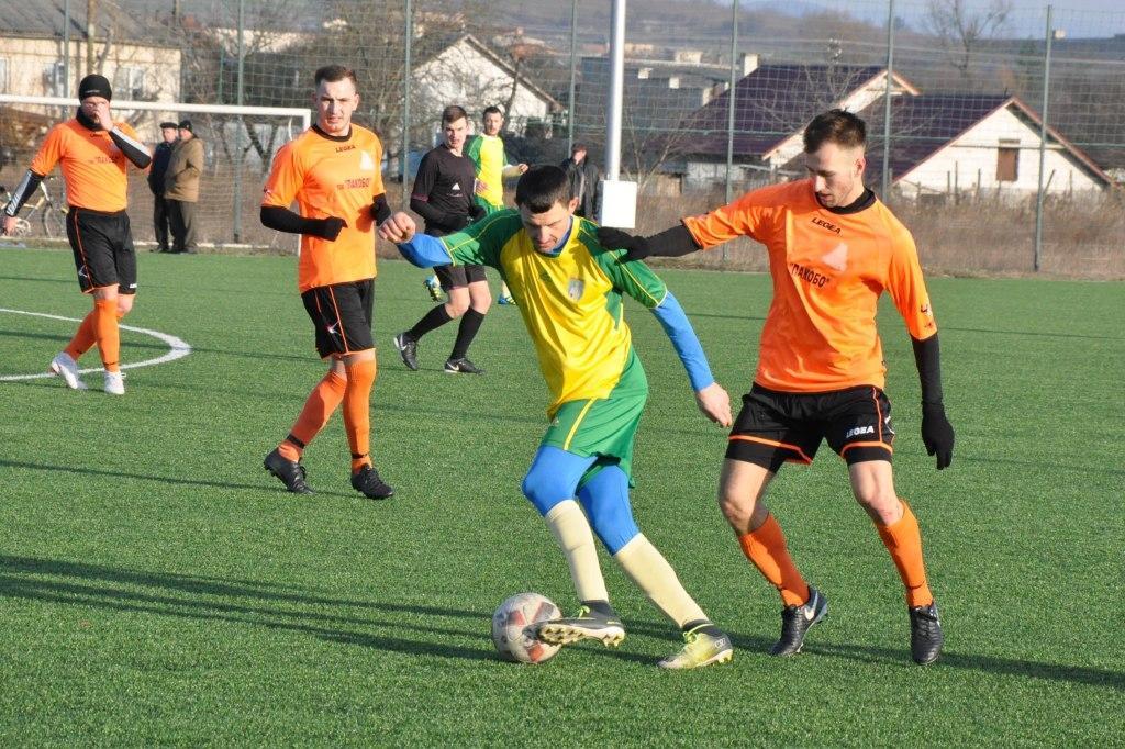 У поєдинку аутсайдерів групи В сильнішими виявились чопські футболісти, які скористались грою у більшості.