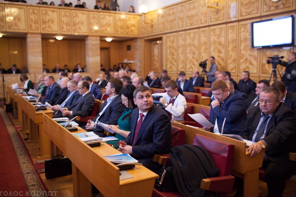 В Ужгороді відбулась сесія Закарпатської обласної ради: на порядок денний було винесено 19 питань