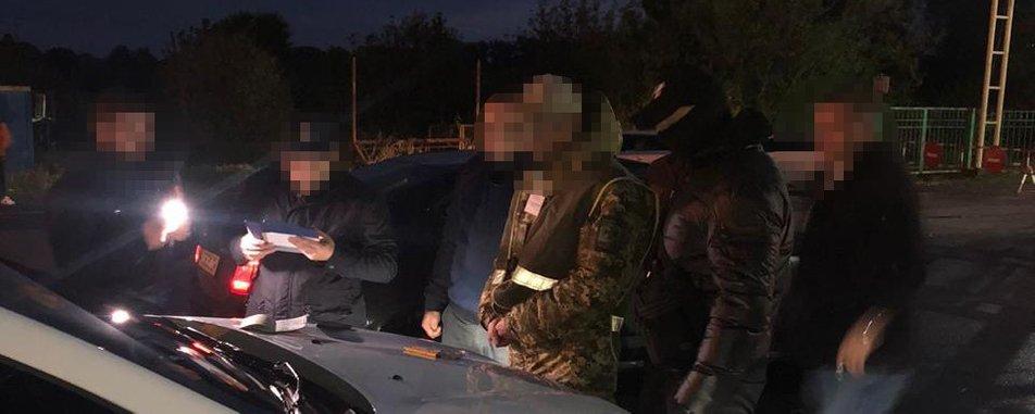 Інспектора Чопського прикордонного загону затримали сьогодні через підозру в отриманні хабаря. Про це повідомила речниця військової прокуратури західного регіону Юлія Галущак.
