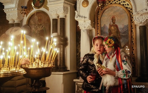 Приобщиться к богослужениям через карантин в Украине можно будет с помощью прямых трансляций на нескольких украинских телеканалах.