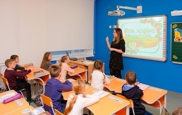 Шкарлет підкреслив важливість вакцинації від коронавірусу вчителів і вихователів всіх навчальних закладів.