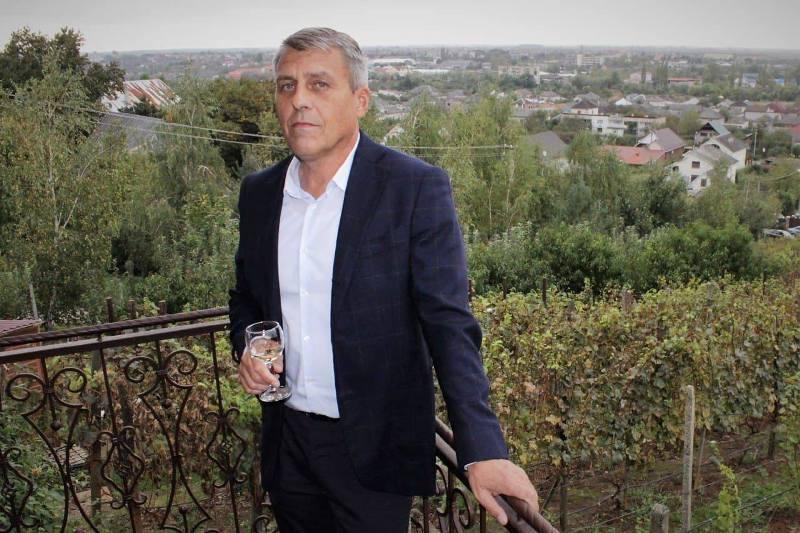 Народного депутата України 7 скликання, виноградівця Івана Бушка вважають  найбільш імовірним  керівником Виноградівської ОТГ.