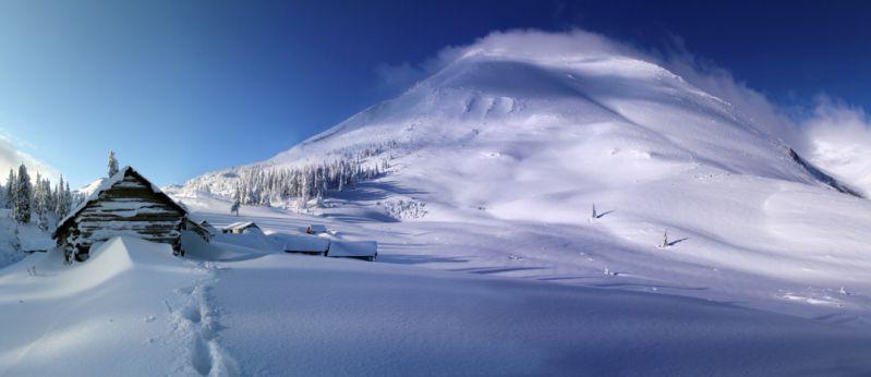 Температура повітря вночі 5-10°, в горах місцями 11-14° морозу, вдень 1-6° тепла, на високогір'ї до 2° морозу.
