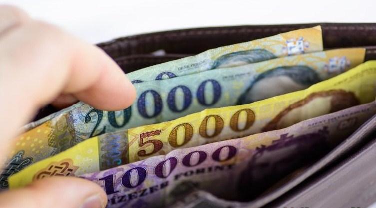 Найвищі заробітні плати були у фінансовій та страховій галузях.