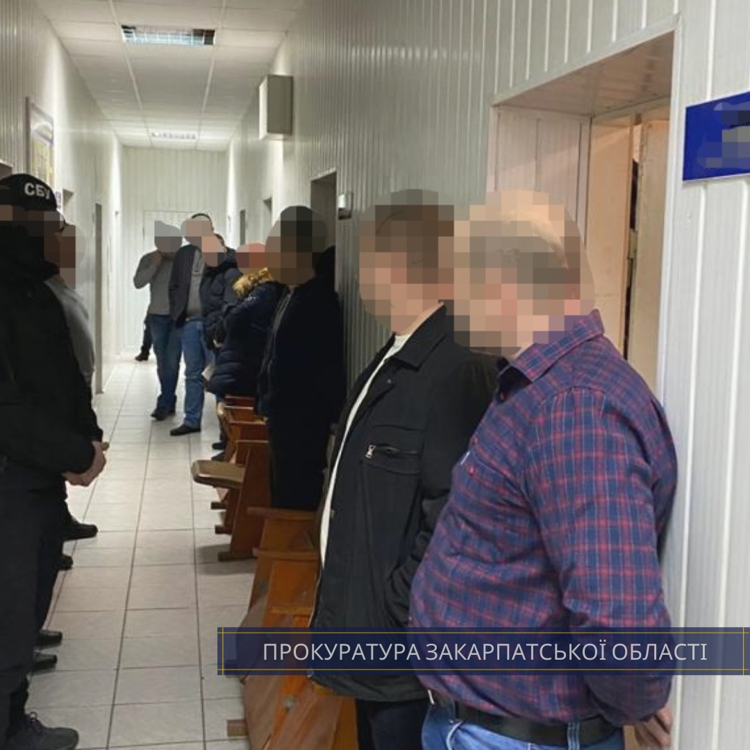Прокуратурою Закарпатської області затверджено і скеровано до суду обвинувальний акт стосовно поліцейського Хустського відділу поліції, який підозрюється у вимаганні та отриманні 5 тис грн хабара.