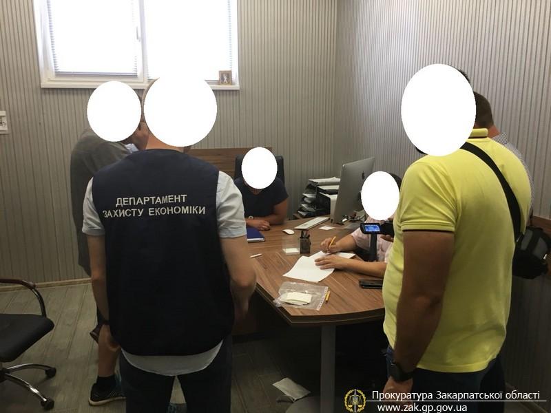 В Ужгороді на хабарі у $800 затримали топ-чиновника міської ради