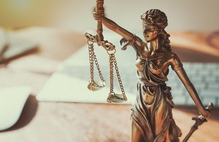 Так як органом досудового розслідування не було доведено наявність у діях працівника складу злочину, передбаченого ст. 368 КК України.
