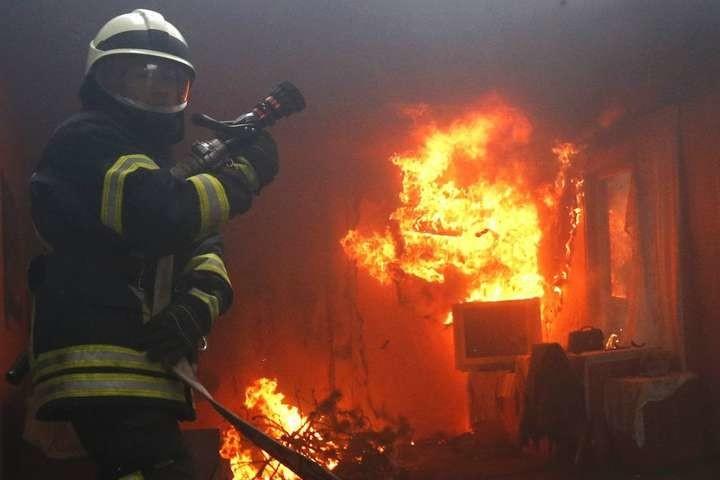 Під час пожежі на Ужгородщині власник будинку отримав опіки руки й обличчя.