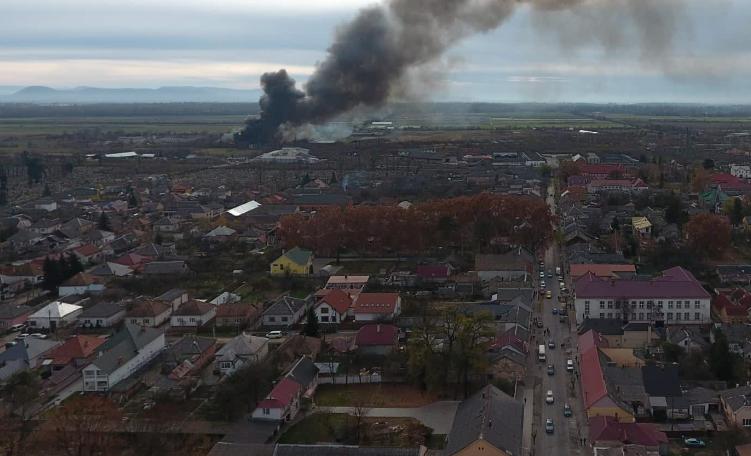 """Пожежа у Виноградові: досі не відомо хто справжній власник згорівших відходів ТОВ """"Джентерм Україна"""""""