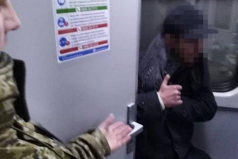 Українець намагався незаконно потрапити до Польщі, сховавшись в туалеті поїзда