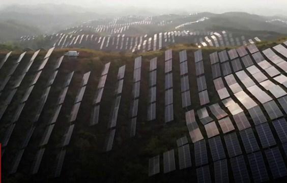 Стрімкий розвиток китайської економіки призвів до того, що країна відповідальна за чверть усіх світових викидів вуглецю.
