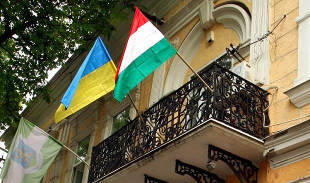 Олівер Вархейї погодився врегулювати суперечки між центральною владою і угорською, румунською та болгарською меншинами в Україні.