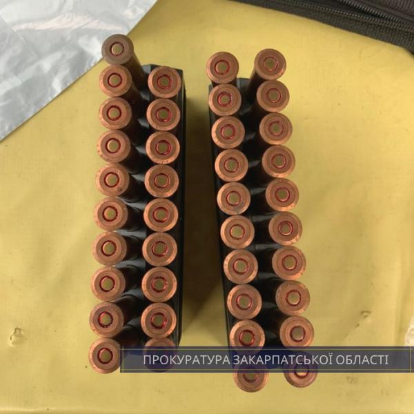 Чоловіку повідомили про підозру в незаконному збуті пістолета Макарова з глушником та 8 гранат РГД-5