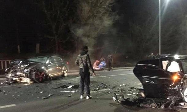 У Львівській області в результаті лобового зіткнення двох авто загинула дитина, ще троє людей госпіталізовані.