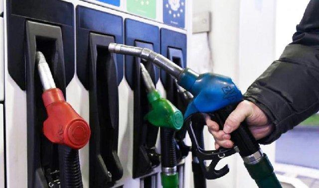 Великі мережі АЗС за 19-22 березня підняли ціни на бензин та дизпаливо у межах 0,1-1 гривні за літр.