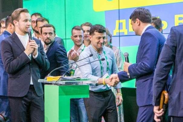 Іноземні видання з пересторогою сприйняли переконливу перемогу партії президента Володимира Зеленського на парламентських виборах.