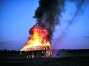 На Виноградівщині горіла надвірна споруда