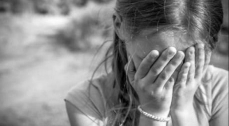 Закарпатські поліцейські затримали чоловіка, який зґвалтував 11-річну дівчинку.