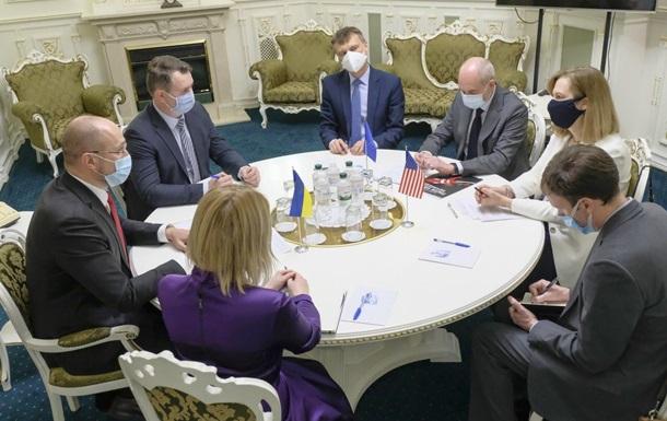 Денис Шмигаль озвучив умови для відправлення українських заробітчан в Європу, в число яких входить офіційне працевлаштування на три місяці.
