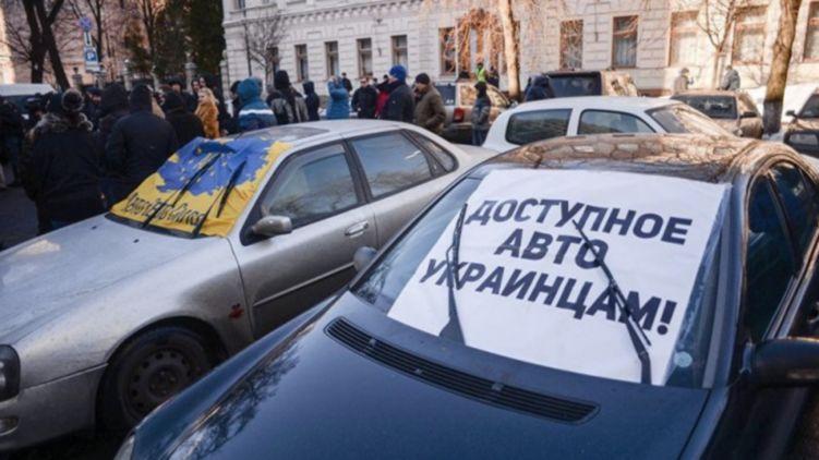 Українські автовласники не можуть продати свої старі машини навіть зі знижками.