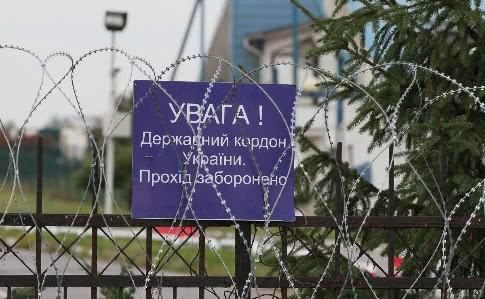 Президент Володимир Зеленський каже, що до кінця дня 27 березня державний кордон буде закрито, про громадян України, які залишаться поза її межами, будуть піклуватися дипломати.