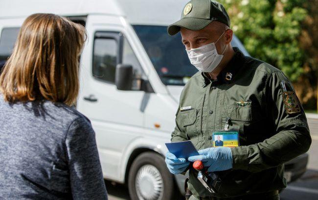 У суботу, 24 жовтня, на кордоні України та Угорщини в Закарпатській області утворилася черга з більш як двох сотень авто. Черги спостерігаються в одному пункті пропуску.