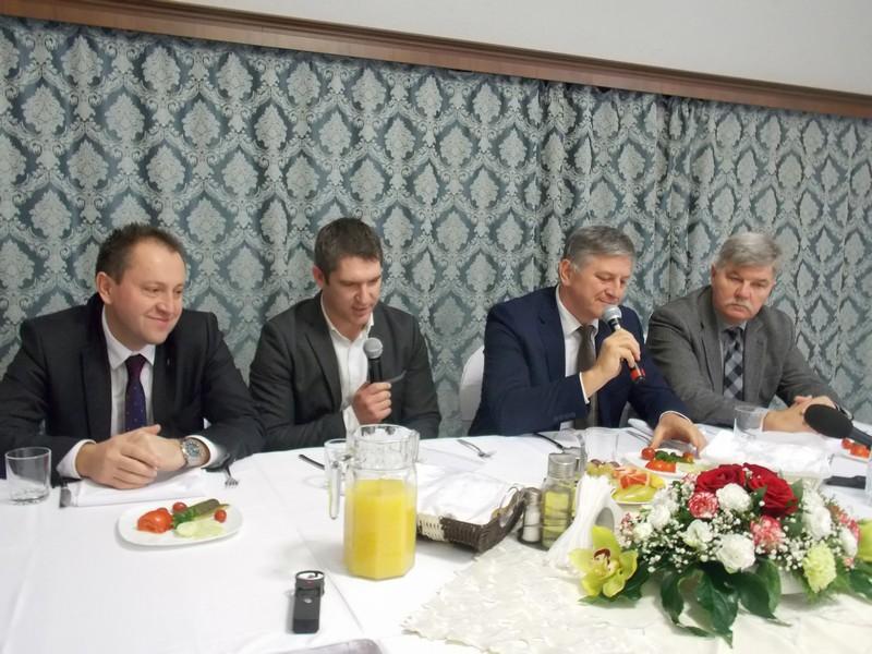 Прем'єр Угорщини готовий до неї будь-коли і будь-де.