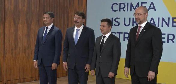 Президент Угорщини Янош Адер, виступаючи на саміті Кримської платформи, згадав про проблеми, з якими зіткнулось угорське населення, коли у минулому проти своєї волі потрапило у склад інших держав.