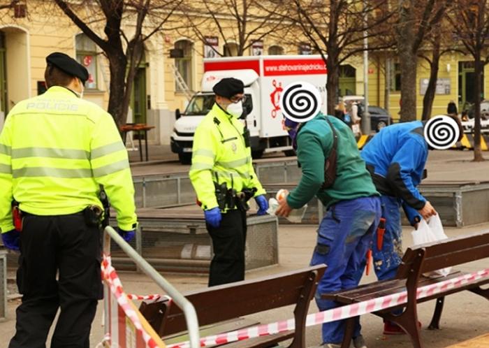 У Чехії поліцейські отримають право на місці штрафувати порушників карантинних заходів на суму до 10 тисяч крон.