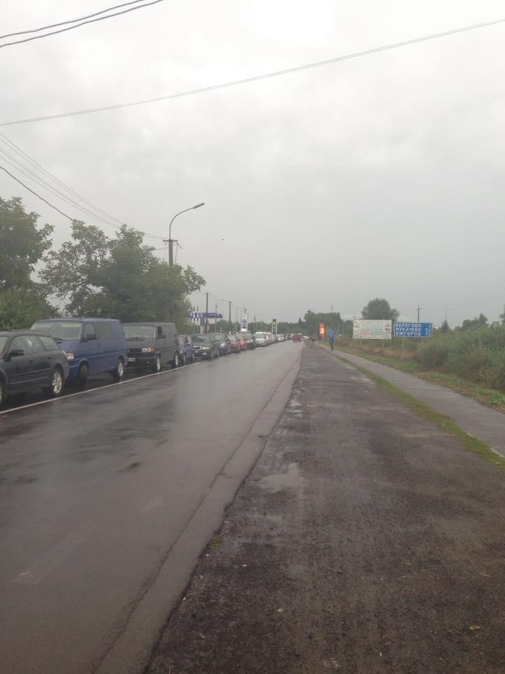 """На КПП """"Лужанка"""" - черга"""