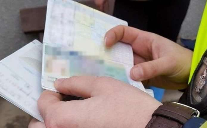 """Затримані українці та молдовани намагалися перетнути кордон з підробленими """"освядченнями"""" від польських роботодавців."""