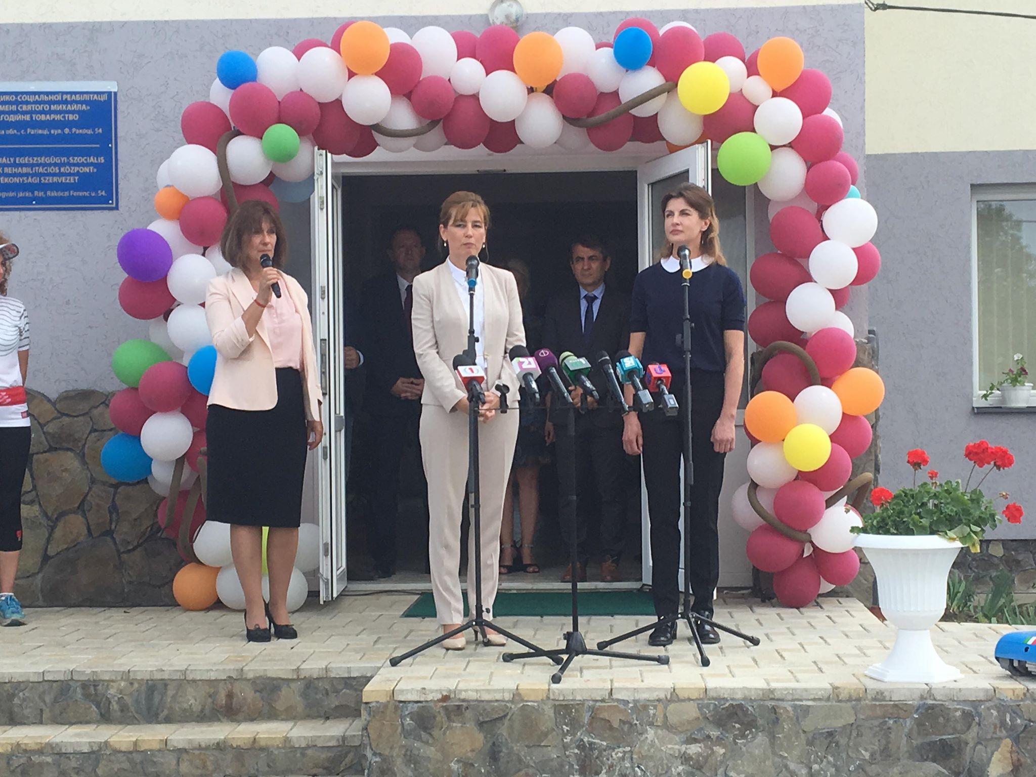 Новий реабілітаційний центр на Ужгородщині отримав подарунки від Марини Порошенко та Аніти Герцег