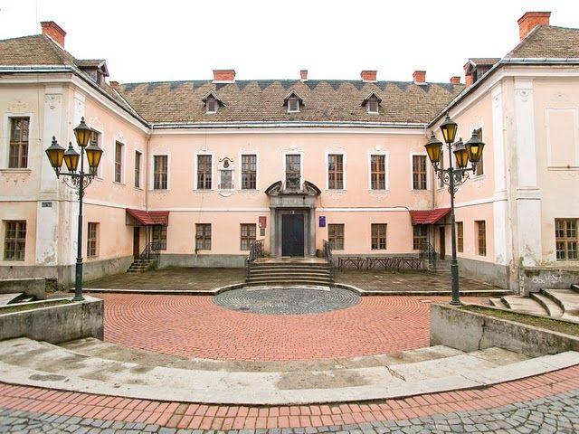 Проект реставрування Палацу обговорили на засіданні технічної ради, повідомляють у Мукачівській міській раді.